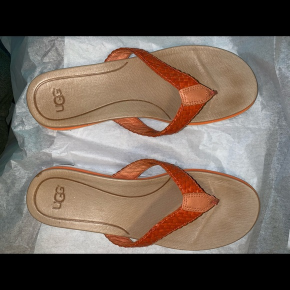 57a016356ad Ugg Lorrie leather thong sandals